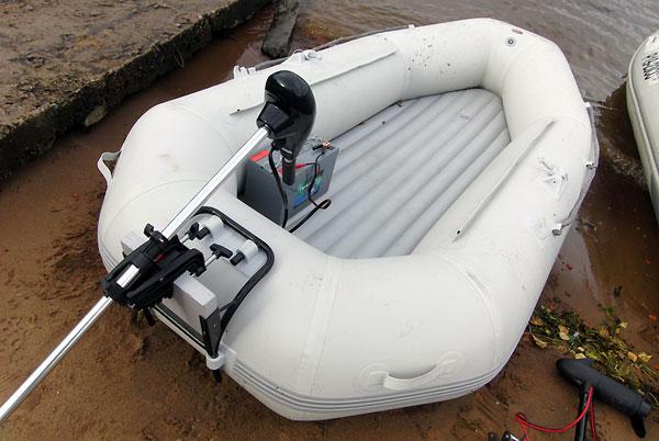 чем устранить течь в лодке